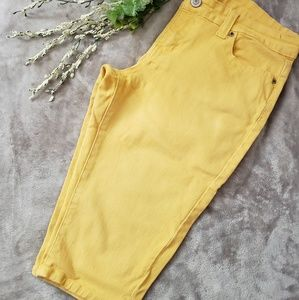 Rue 21 yellow capri pants. Size 11/12